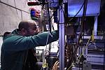 Πείραμα του CERN ανακοινώνει βελτιωμένη μέτρηση της μαγνητικής ροπής του αντιπρωτονίου (anixneuseis.gr)